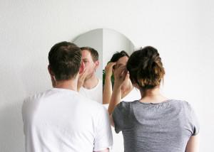 dva-pred-ogledalom